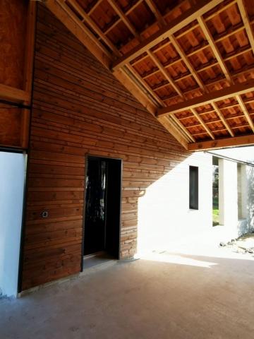 """Garage en ossature bois avec un bardage  ajouré en épicéa traité cl3,  lames  biseauté,27mm, profile """"vénitien"""" de chez PROTAC OUEST avec 2 largeurs différentes (68 mm,145mm)"""