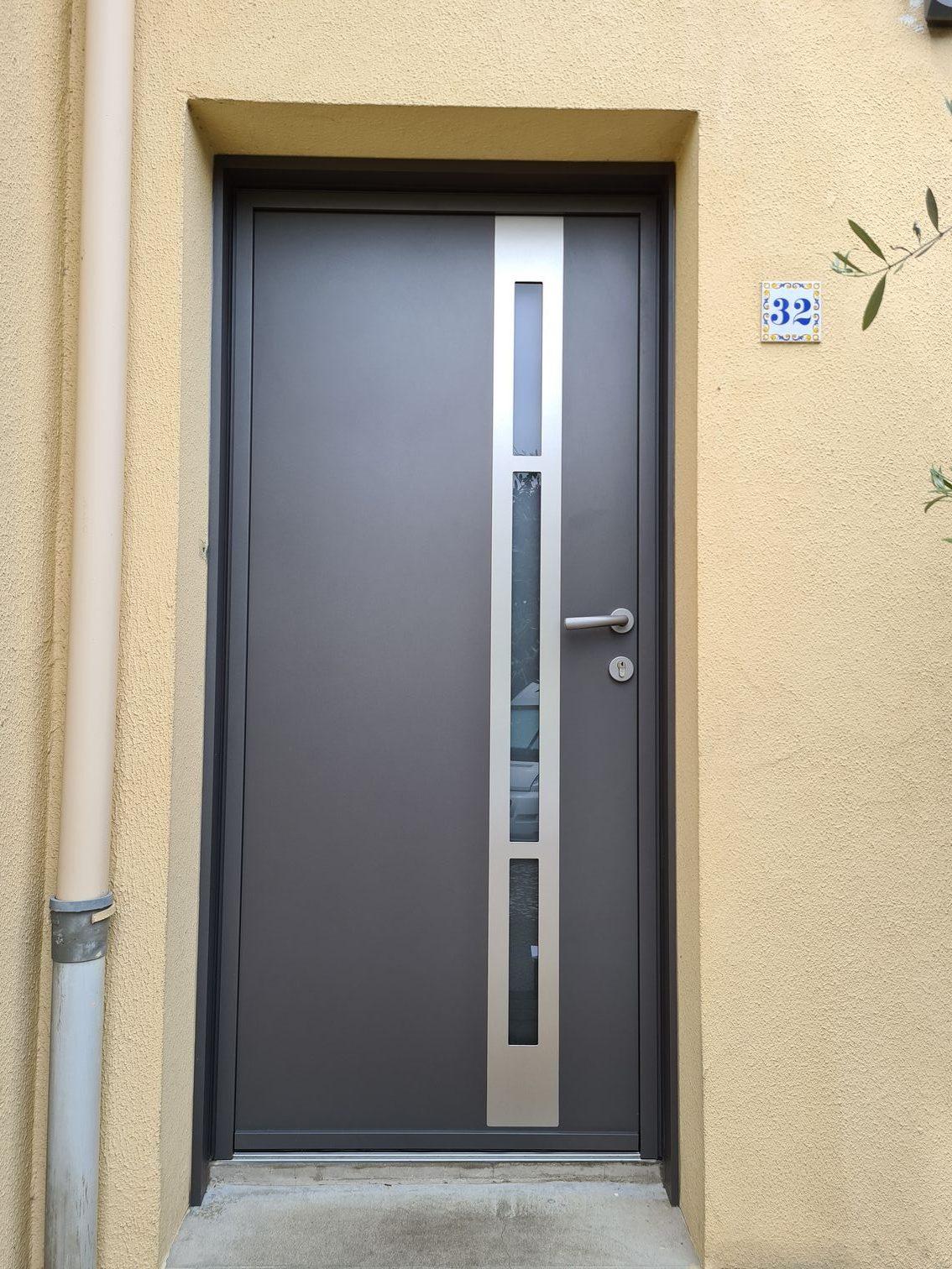Porte  d'entrée Kline modèle Effigie  Couleur gris 2900 sablé